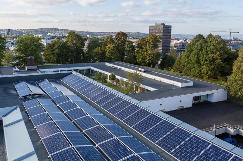 Norsk solcelleanlegg: Rehabilitering av Økern sykehjem, Oslo (foto: Tove Lauluten, FutureBuilt).