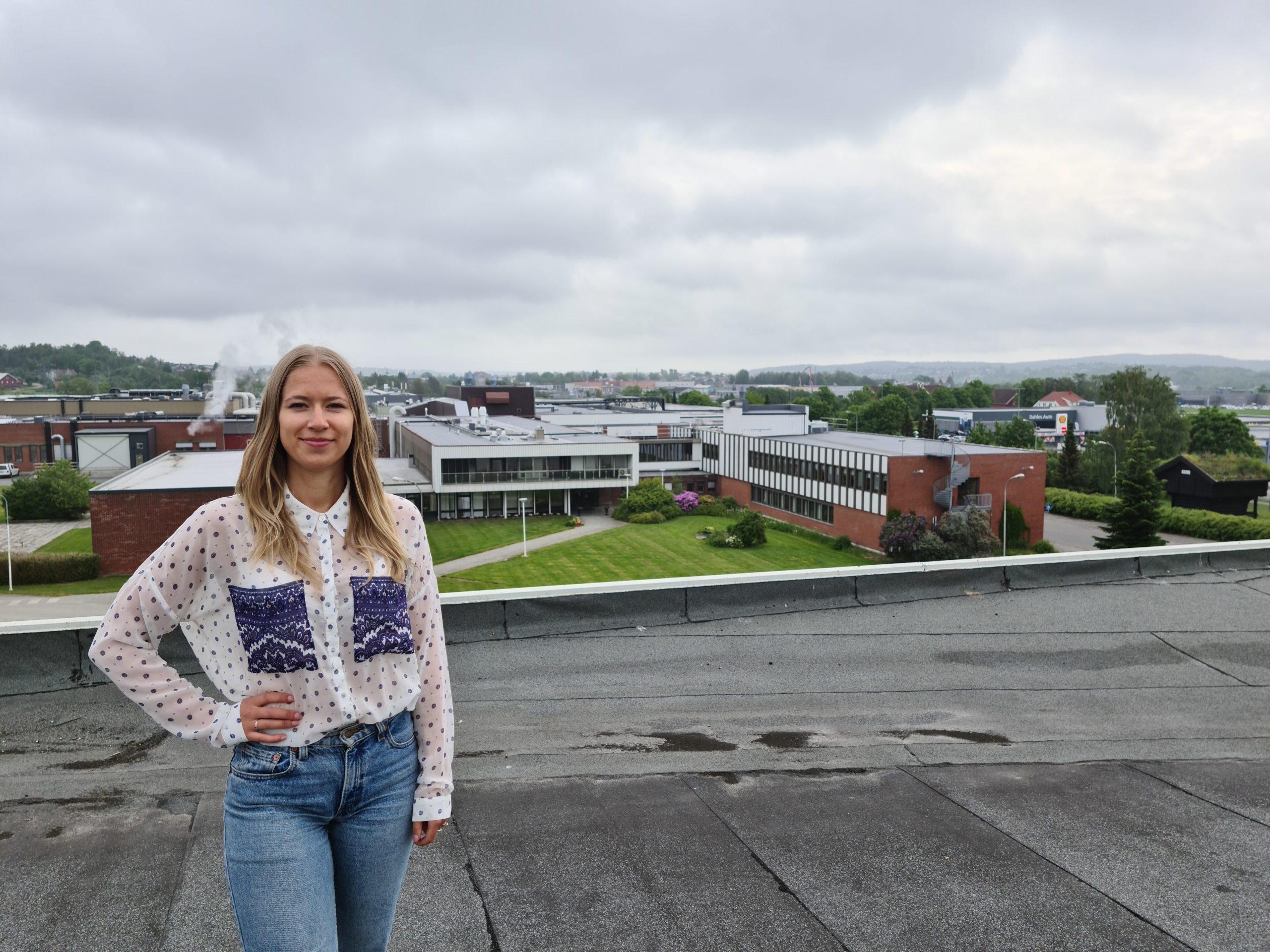 – Men vi må jo få økonomi i det. Ellers er det jo uaktuelt, sier Oda Kristine Sneen Fjeldsæter, som er produksjonstrainee ved en av Orkla Foods største fabrikker, Stabburet i Fredrikstad. Foto: Orkla Foods Norge.